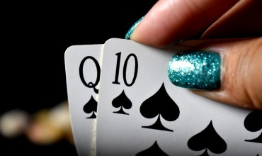 Can playing poker online earn me a living?